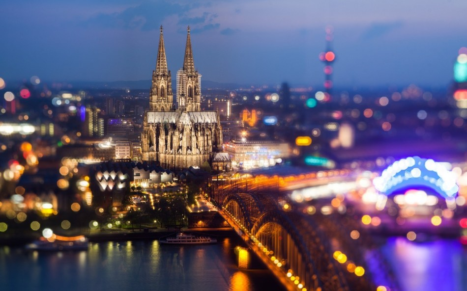 8885863-cologne-cathedral-hohenzollern-bridge-germany