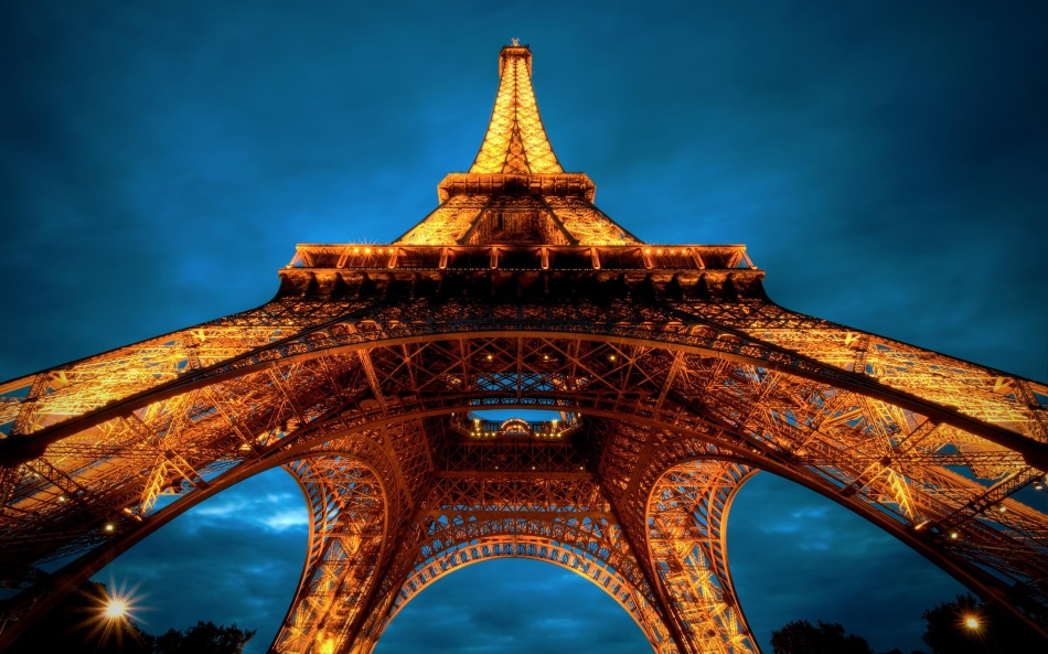 Eiffel-Tower-Background.jpg