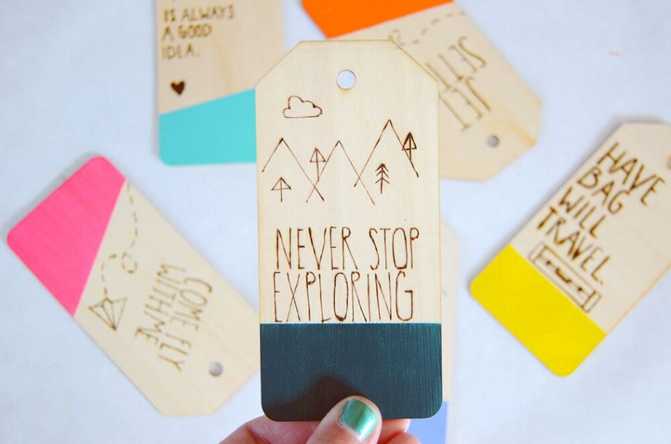 colored-luggage-tag